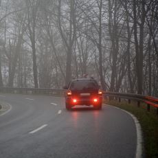 Araba Stop Lambalarında Neden Kırmızı Işık Kullanılıyor?