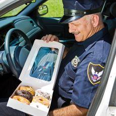 Amerikan Polislerindeki Donut Sevdası Nereden Geliyor?