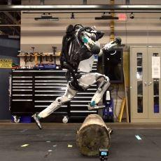 Boston Dynamics'in 5 Sene Önce Zar Zor Yürüyen Robotu Atlas'ın Yeni Videosu