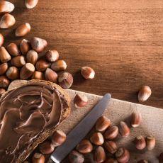 Günün Her Anında Afiyetle Tüketilebilecek Bir Atıştırmalık Tarifi: Sürülebilir Çikolata Kreması
