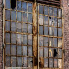 Kırık Bir Camı Olan Binalara Bir Süre Sonra Daha Çok Zarar Verilmesini Açıklayan Olay: Kırık Pencereler Teorisi
