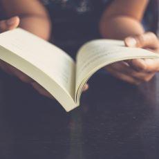 """""""Kitap Okumanın Hiçbir Faydası Yok"""" Görüşüne Bambaşka Açıdan Bakacağınız Tokat Gibi Bir Eleştiri"""