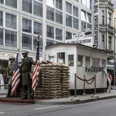 Doğu ve Batı Berlin'i 29 Yıl Birbirine Bağlayan Kontrol Noktası: Checkpoint Charlie