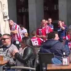 Utanç: Madrid'de Romanlara Para Atıp Eğlenen PSV Taraftarları