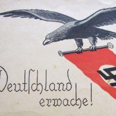 Adolf Hitler'in Konuşmaları Üzerinde Yükselen 3. Reich'ın Sloganı: Deutschland Erwache
