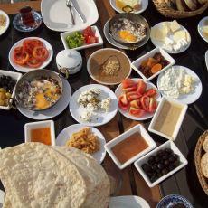 Damak Tadına Düşkün Olanlar İçin Az Kişinin Bildiği Muhteşem Kahvaltılıklar
