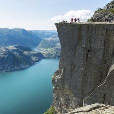 Norveç'teki Gözde Turist Mekanlarından Biri Olan 604 Metrelik Kaya: Pulpit Rock