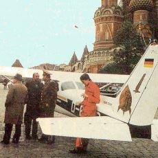 Henüz 19'ken Küçük Uçağıyla Sovyet Radarını Atlatıp Kızıl Meydana İnen Genç: Mathias Rust