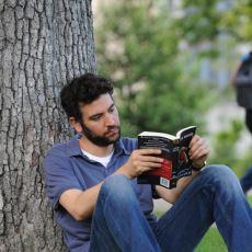 Kitaplarının Üzerine Titreyenlerin Yıkılmaz Prensibi: Ödünç Kitap Vermemek