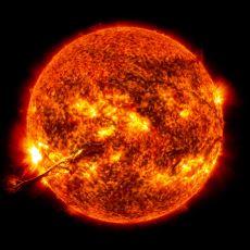 Güneş'in Saniyede 5.5 Milyar Kg Kütle Kaybetmesi