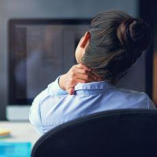 Özellikle Bilgisayar Başında Fazla Vakit Geçiren Beyaz Yakalıları Vuran Hastalık: Boyun Düzleşmesi
