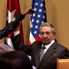 Küba Lideri Castro'nun Obama'ya ''O Eli Bi İndir'' Dermişcesine Yaptığı Nefis Vücut Çalımı