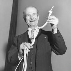 Başkası ile Paylaşmadan İki Nobel Ödülü Almayı Başarmış Yegane İnsan: Kimyager Linus Pauling