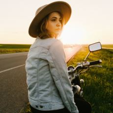 Uzun Vadede İnsanı Kaliteli Bir Yalnızlığa İten Olay: Yeni Bir İnsanla Tanışmaya Üşenmek