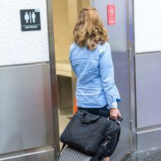 Uçuştan Önce Tuvalete Gitmemize Rağmen Neden Uçakta da Tuvaletimiz Gelebiliyor?