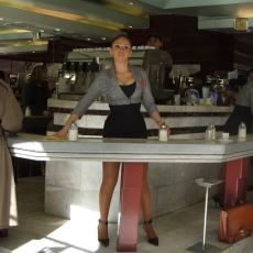 Şili'de, Garsonların Manken Standartlarında Olduğu İlginç Bir Kafe Türü: Cafe Con Piernas