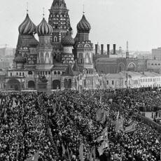 """H.G. Wells'in Ekim Devrimi Sonrasını Anlattığı """"Gölgeler İçindeki Rusya"""" Kitabının Özeti"""