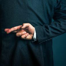 Politikacıların Uzun Vadeli Politikalar Yerine Kendisine Oy Verenleri Müşteri Gibi Görmesi: Clientelism
