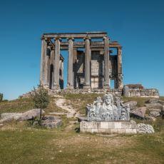 Dünyanın İlk Borsasını da Barındıran Çok İyi Korunmuş Antik Kent: Aizanoi