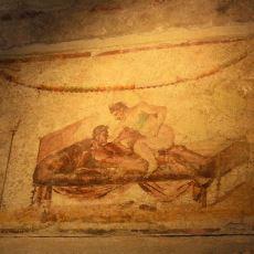 Müşterilerin Duvardaki Resimlerden Seks Pozisyonu Seçebildiği Pompei Genelevi