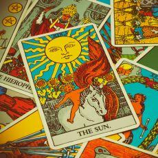Tarot Falındaki Kartların Bize Nasıl Cevap Verebildiği Hakkında Üç Güzel Teori