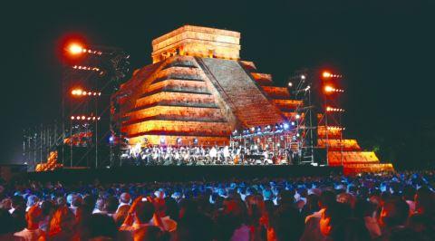 Dünyaca Ünlü Tarihi Yapılarda Düzenlenmiş Muhteşem Konserler