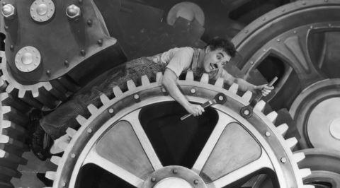Charlie Chaplin'in Modern Times Filminden Kapitalizm Eleştirisinin Dibine Vurulan Sahneler