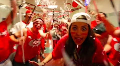 İnsana Lise Hayatını Baştan Aşağı Sorgulatan ABD Lisesi Müzik Klibi