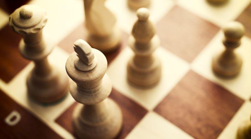 Satrançta Ustalaşmak İsteyenlere İleri Seviye Taktik ve Pratik Önerileri