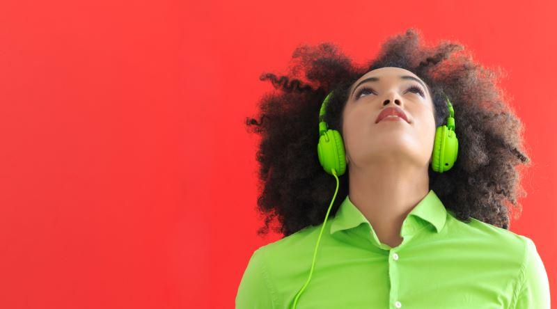 Yeni Bir Kulakligi Test Ederken Dinlenebilecek Verimli