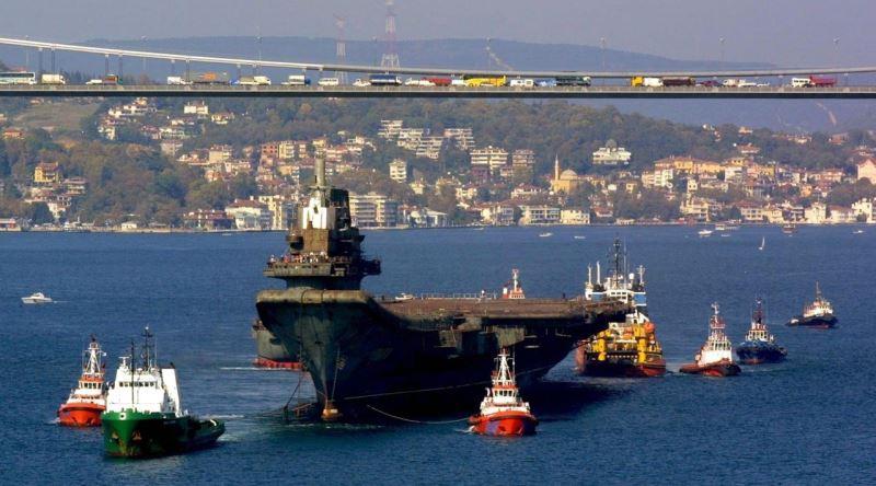 2001'de Yüzen Otel Olacak Yalanıyla Boğaz'dan Geçerek Uçak Gemisi Olan Varyag'ın Hikayesi - Ekşi Şeyler