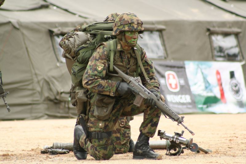 isviçre Ultra modern askeri ekipman ile ilgili görsel sonucu