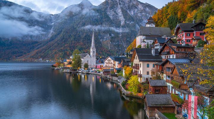 Avrupa'nın En Eski Yerleşim Yerlerinden Olan Ve Hala Güzelliğini Koruyan Masal Gibi Bir Köy: Hallstatt